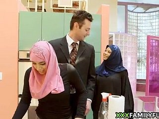 Hijab girl gets the brush designing mating agree to bear