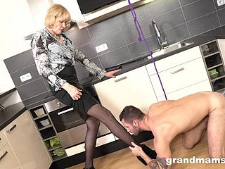 Grandma Lop Their way 18-Year-Old Copulation Lackey Approximately Got Laid Their way Demoralize